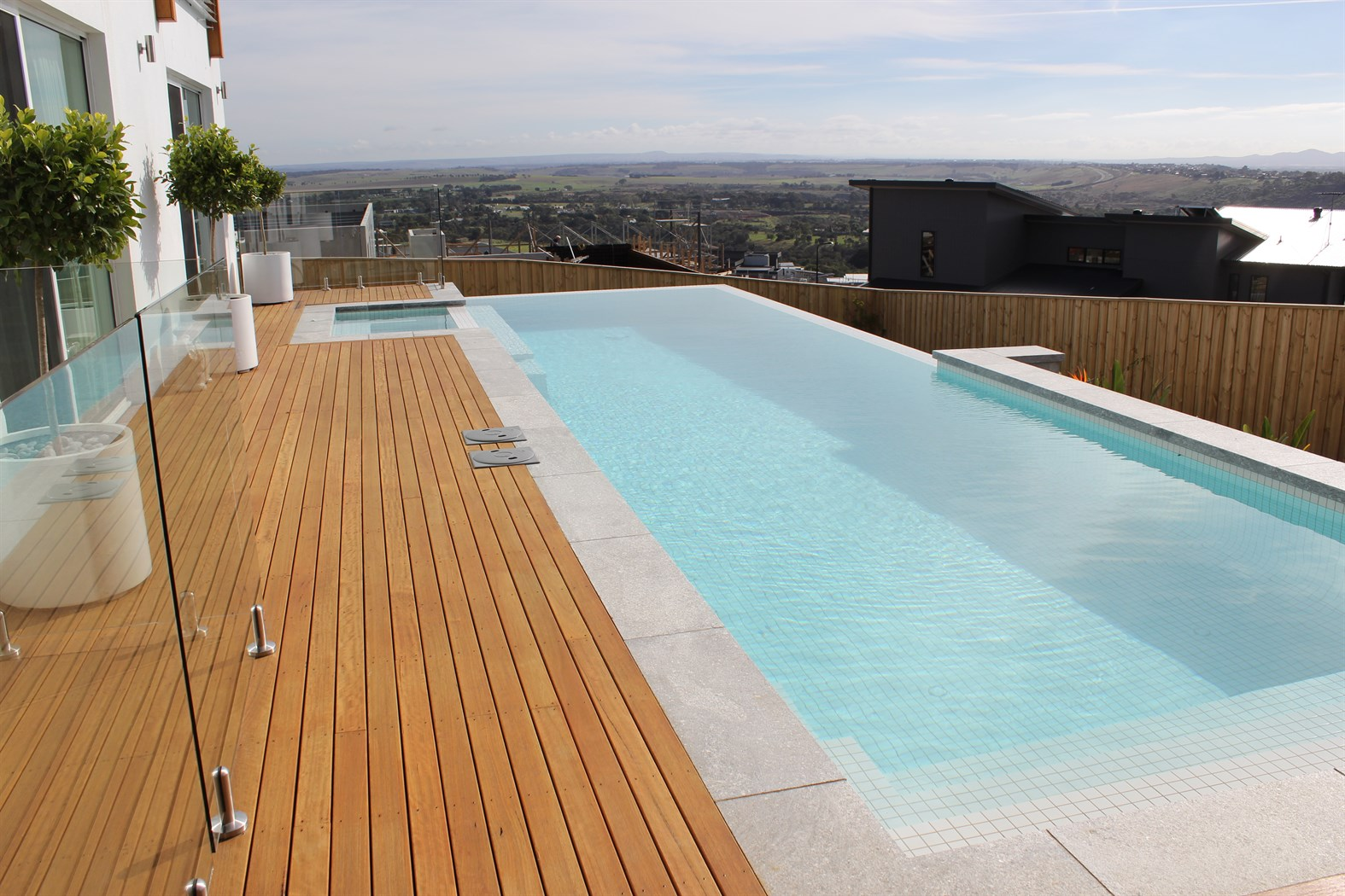 Great ocean pools swimming pool builder in melbourne and for Swimming lap pools